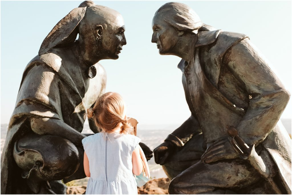 Girl looking at George Washington on Mt. Washington. Photo by Laura Mares Photography, Pittsburgh Child Photographer.
